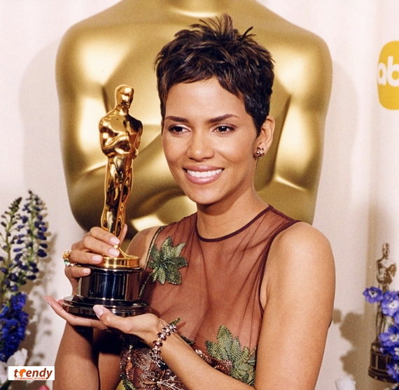 Halle Berry with her best actress Oscar - photo Courtesy of AMPAS