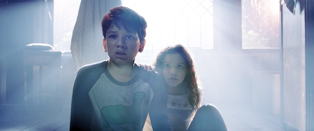 (L-r) ROMAN CHRISTOU as Chris and JAYNEE LYNNE KINCHEN as Samantha