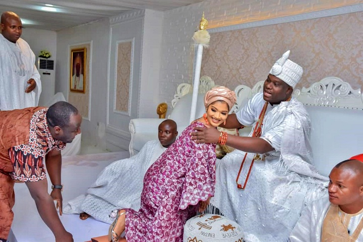 Mrs. Jack Rich  with the Ooni