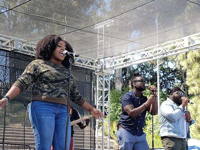 Etana performing in Los Angeles